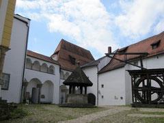 Veste Oberhaus, innerer Burghof mit Schachnerbau, Fürstentrakt und Kapelle