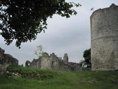 Burg Kallmünz, Blick vom Tor auf Kapelle und Bergfried