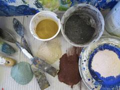 Farbige Sande als Arbeitsmaterial