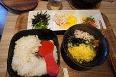 彩り豊かな鶏飯ランチです。