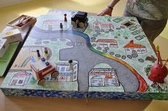 Das von Elke Bonn entwickelte Spiel im Koffer zur individuellen Kindertrauerbegeleitung. (Foto: Barbara Krug)