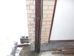 シャッター枠の補修と外壁の補修