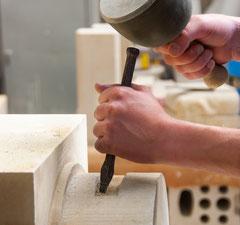 Nach wie vor werden die meisten Arbeitsschritte von Hand ausgeführt.