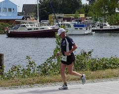 Torsten Meyer auf der Strandpromenade auf dem Weg ins Ziel.