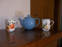 My new teapot and mugs from Bottega del caffè in Amandola