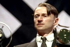 Robert Carlyle encarnando a Hitler