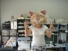 猫のかぶり物をした院長の写真