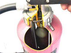 青木防災にある加圧式消火器の模型