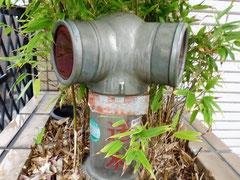 連結送水管から水を送り各階で放水