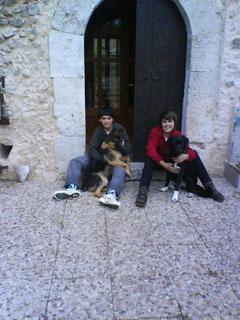 Nico und Nils mit ihren Hunden