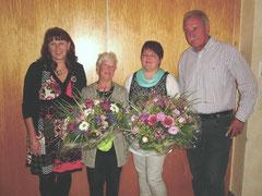 Anja Wedtgrube (li.) und Eggert Eicke mit Hilde Fischer und Petra Simonsen.