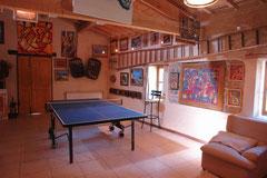 De multifunctionele ruimte ('La Grange') met de pingpongtafel
