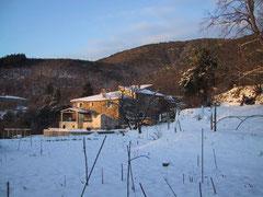 Le Mas du Canton onder de sneeuw