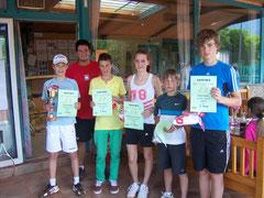 Strahlender Sieger beim Pee Wee Cup in Kirchdorf: Tobias Schäfer (ganz links)