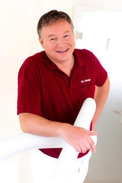 Dr. Bernd Common berät Sie zum Thema Implantate und beantwortet Ihre Fragen.