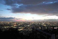 大阪平野の夜景(拡大してご覧下さい)