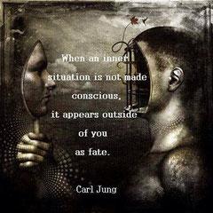 Wenn du dir eine innere Situation nicht bewusst gemacht hast, erscheint sie außerhalb von dir als dein Schatten.
