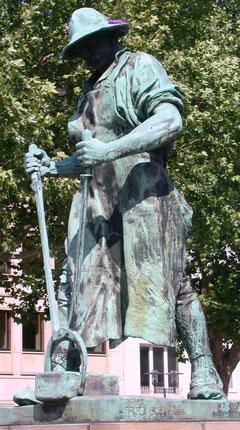 """Bronzestatue des Hüttenmanns """"Frieder"""""""