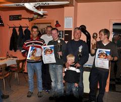 Die Preisträger des Schnüwes-Pokalfliegens