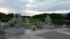大量のやや変態チックな彫刻がある公園