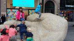 Antwerpenの名前の由来になった巨人の手のモニュメント