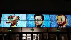 ホールにあった液晶大画面。いろいろなゴッホパロディ画像が出てきます。
