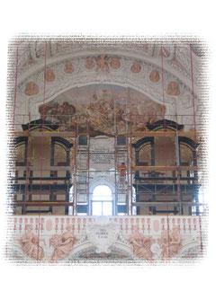 Änderungen und Ergänzungsarbeiten an den Orgelschränken