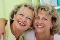 """Mit Implantaten fühlt man sich nicht so """"alt"""" wie mit Prothesen-Zahnersatz"""