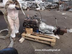 V8 Motor mit Trockeneis reinigen