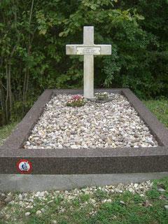 Grab des an dieser Stelle am 23.06.1916 gefallenen Lieutnants des 39. Infanterieregiments Jean Legrix. noch am selben Tag wurde der Abri 320 von bayer. Infanteristen eingenommen.