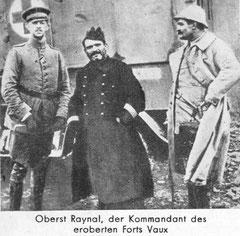 Oberst Raynal nach der Kapitulation des Forts in deutscher Gefangenschaft