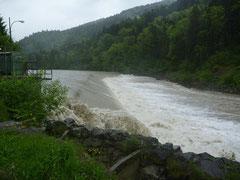 Wehr auf der unteren Bregi bei Hochwasser
