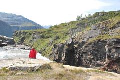 am Wasserfall Rjukande / Nosi
