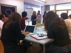 Teilnehmer einer Deutsch-Französisch-Tschechischen Simulation in Würzburg
