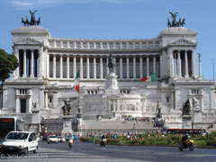 ヴェネツィア広場 ローマ一日ツアーで!