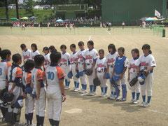 川崎地区小学校に負け硬い表情の子供達