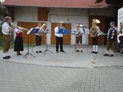 Rucksackmusikanten bei ihrer Klarinettistin