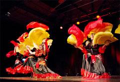 Farbenfroh und lebendig geht es beim Festival im April zu.