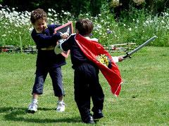 weekend en famille au château-fort de Tennessus Bataille devant le donjon médiéval