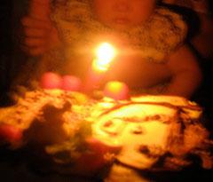 お誕生日には じいちゃんの顔まねをした 娘の顔のケーキ