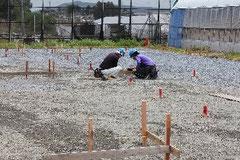 障害者向け仮設住宅の完成を目指し工事が進められている敷地内∥石巻市須江小国地区