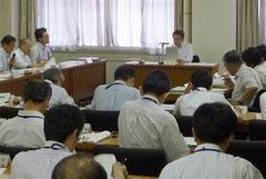 「脱原発」の姿勢を打ち出した福島県の有識者会議「復興ビジョン検討委員会」=15日午後、福島県庁