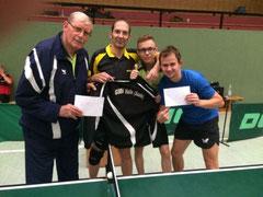 Glückliches Tischtennisteam