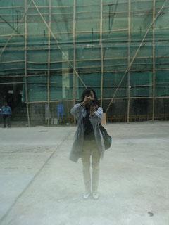 ガラスに反射した姿をパチリ(上海にて)