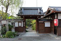 琵琶湖畔大津にある義仲寺。芭蕉の墓がある