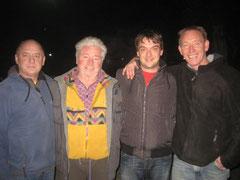 Ulf, Walter, Frank, Mario vorm Asyl Spas