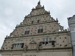 Giebel des  Rathauses der Herforder Neustadt