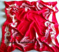 Foulard, soie naturelle,echarpe,carré, rouge vif, Armelle Soie, carré de soie, écharpe,étole, fait main,Bretaagne, dessin breton, peint main, oulotté main, , peint, peint main,fabriqué en France, Bretagne,rouge,
