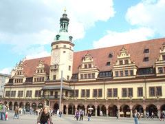 Blick Altes Rathaus mit Wolken