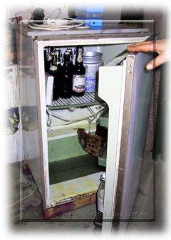 Wasserschaden, der Kühlschrank stand unter Wasser